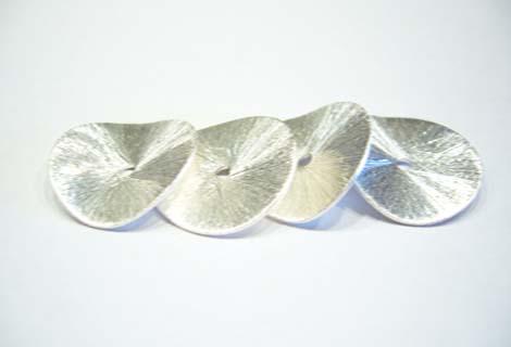 Metal Chips leicht  gewellt.ca. 18mm versilbert 1Stück